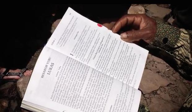 18 idiomas reciben su traducción de la Biblia por primera vez