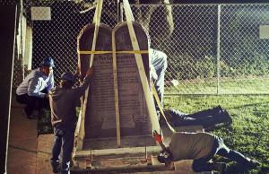 retirar-el-monumento-de-lo-Diez-Mandamientos